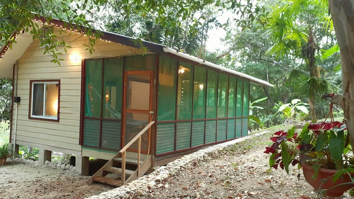 Jungle cabana#3 w/car rental,AC & outdoor gril
