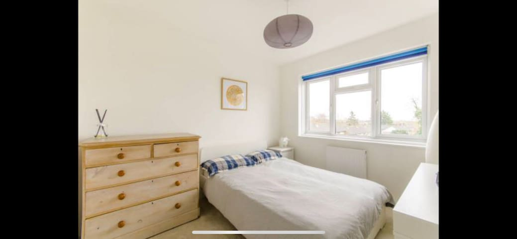 Double Bedroom in Lovely Home