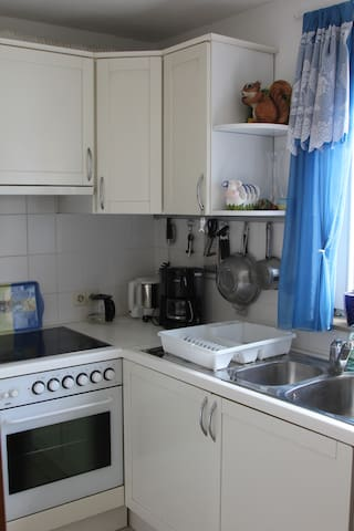1-Bedroom 60 sqm apartment - near U-Bahn & forrest - Stuttgart - Apartamento