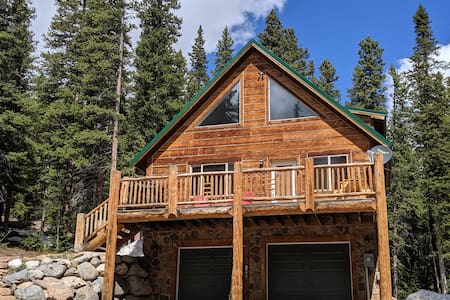 *Relax in a Secluded 4b/3b Cabin in the woods