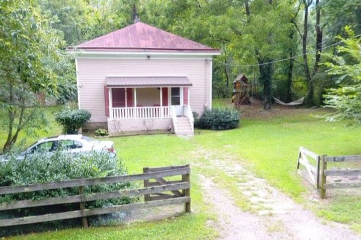 The Old Church Cottage~Old Rag Trail,Kitchen,Grill
