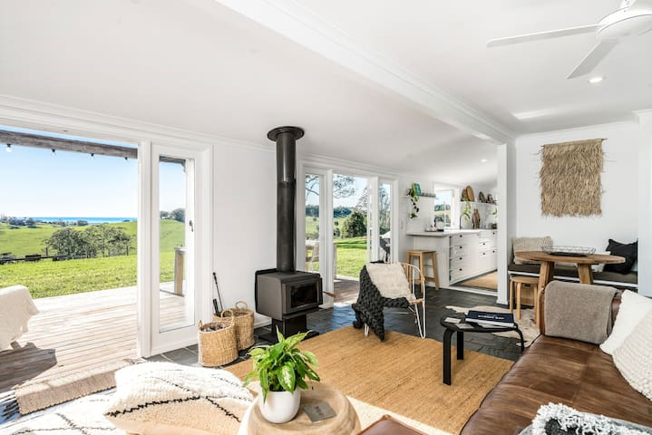 Deluxe OceanView Cottage just minutes to Byron Bay