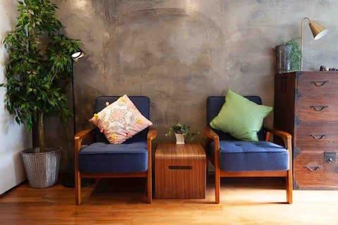 『桜枝館』は1棟貸切、大正時代の建物をレトロな雰囲気を活かしてリノベした和風モダンなゲストハウスです