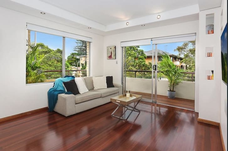 Lovely 3 Bedrm apartment short stroll Bondi Beach