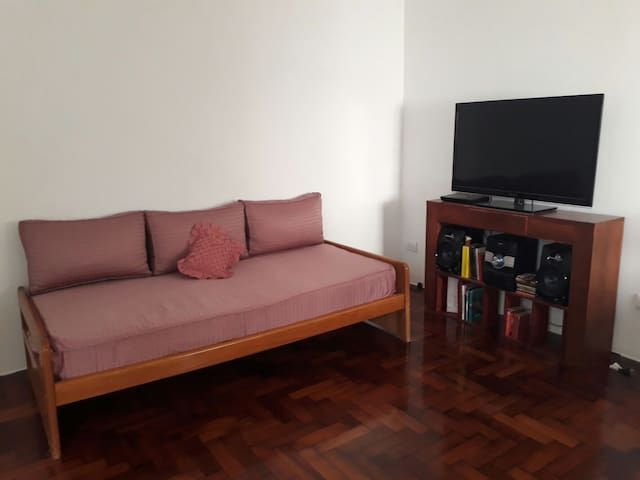Comfortable and cozy bedroom in Devoto. With A/C