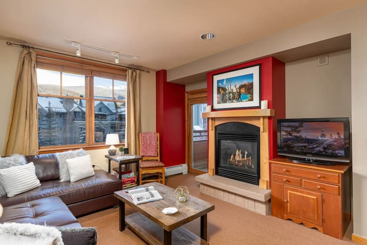 Ski In/Ski Out!   Awesome Year Round Amenities   Private 3rd Floor Balcony