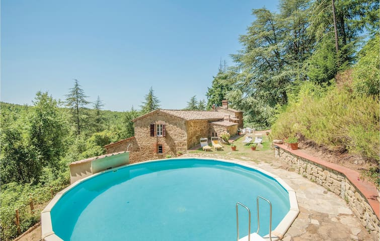 Holiday cottage with 5 bedrooms on 200m² in Gaiole in Chianti (SI)