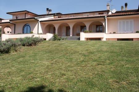 Lovely modern villa in Tuscany - San Romano
