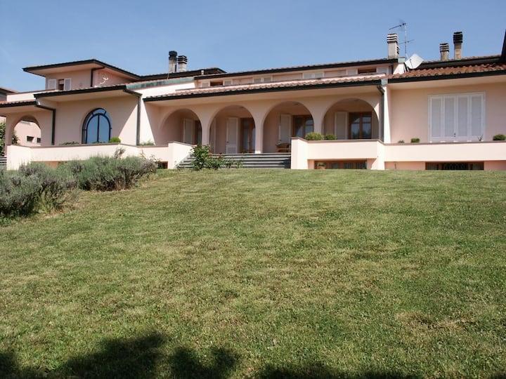 Lovely modern villa in Tuscany