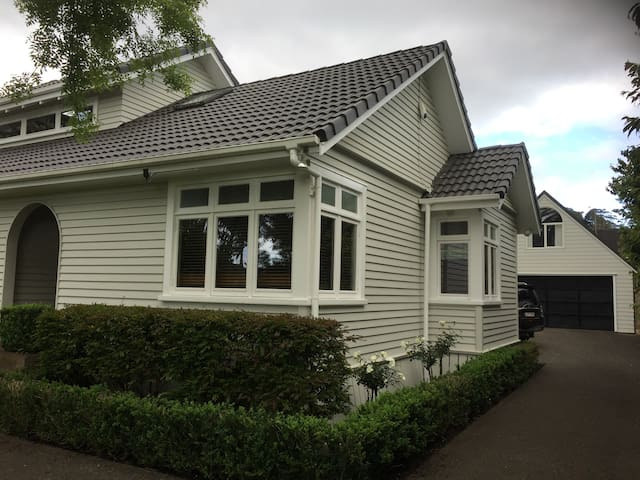A loft with the lot! Gorgeous Loft Mt Albert, AKL - Auckland - Casa