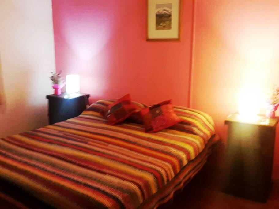 dormitorio matrimonial, cómodo y con aire acondicionado