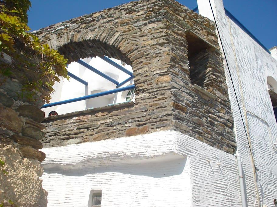 traditional mediterranean arch architecture