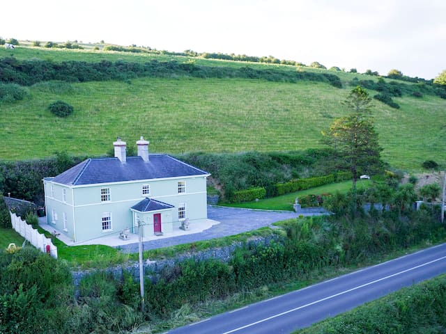 Georgian Period Home, Halfway, Cork, Sleeps 8 - Ballinhassig - Huis
