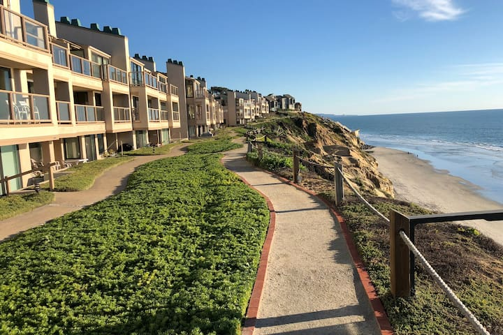 Solana Beach: Stone's Throw to the Sand!