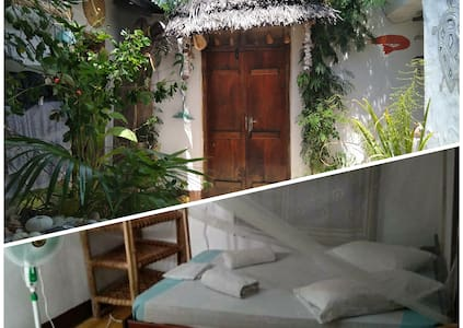 Large room in Beach House, Queen bed & Private WC