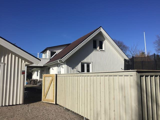 Stort familjevänligt hus nära havet! - Varberg S - Huis