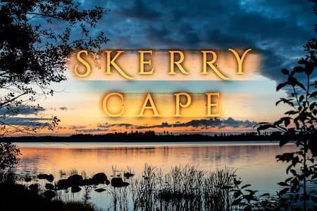 SKERRYCAPE - Lakefront Cottage & Sauna