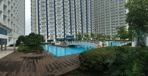 Clean and comfortable 1 Bedroom Condo.