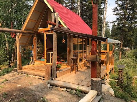 "Tiny Cabin on  Ruth Lake ""Babajaga"" magical hut !"