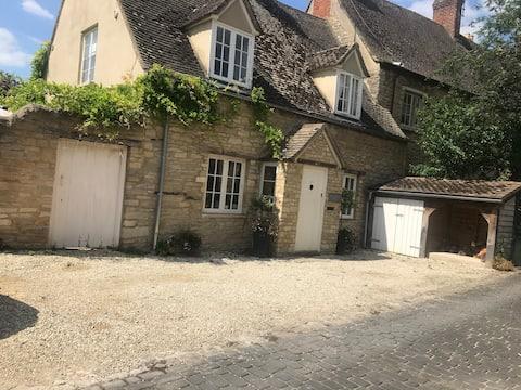 Coachmans Cottage,  Witney, Superb location