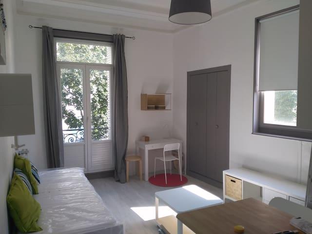 Studio meublé centre-ville - Vichy - Apartemen