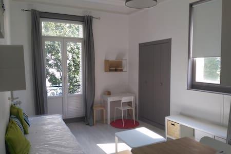 Studio meublé centre-ville - Vichy - Daire