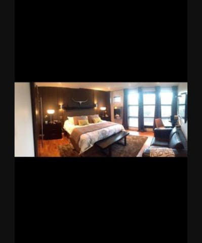 Downtown hig-end home with hotub - Calgary - House
