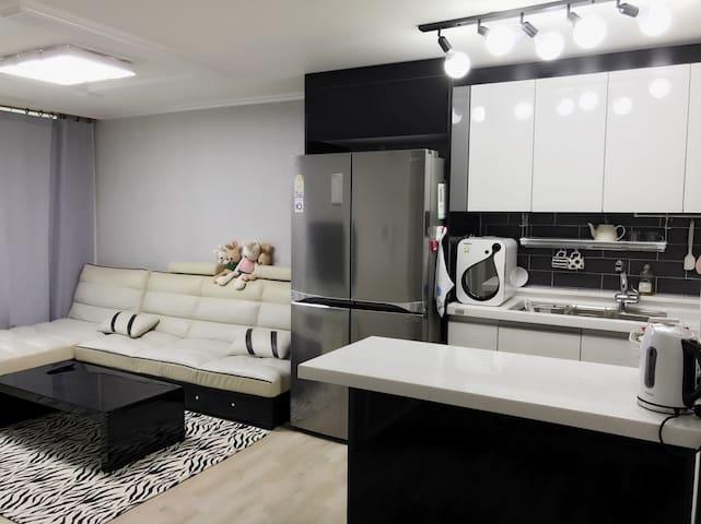 IC 입구에 위치해 이동이 편리한 25평 아파트 전체