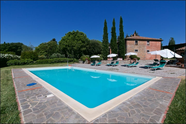 A charming agritourism complex in the Chiana Valley.
