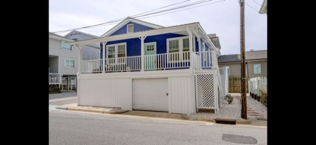 Beautiful, renovated cottage-in the HEART of WB!!