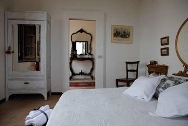 camera matrimoniale vista mare villa