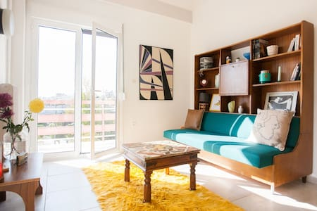 Cozy retro flat in Athens' heart! - Huoneisto