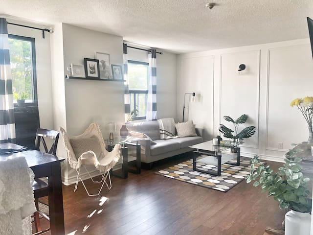 Awesome Corktown Locale ~ Chic 1 bdrm Suite