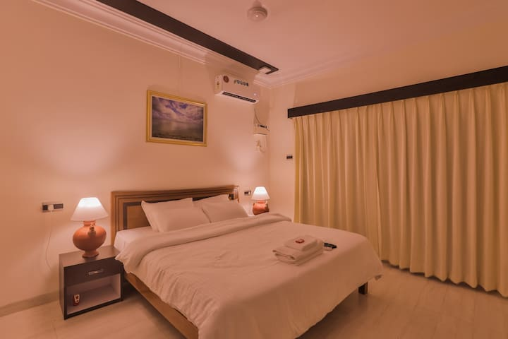 CALANGUTE SUITE@BLUE 2 MINUTE WALK TO THE BEACH