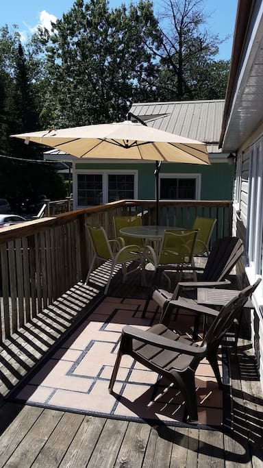 Large Deck with outdoor eating.
