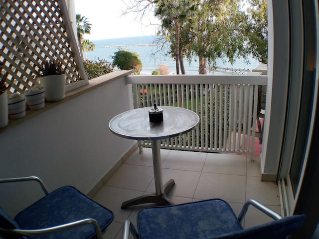 Lovely One bed Apartment on the Beach - Agios Tychon