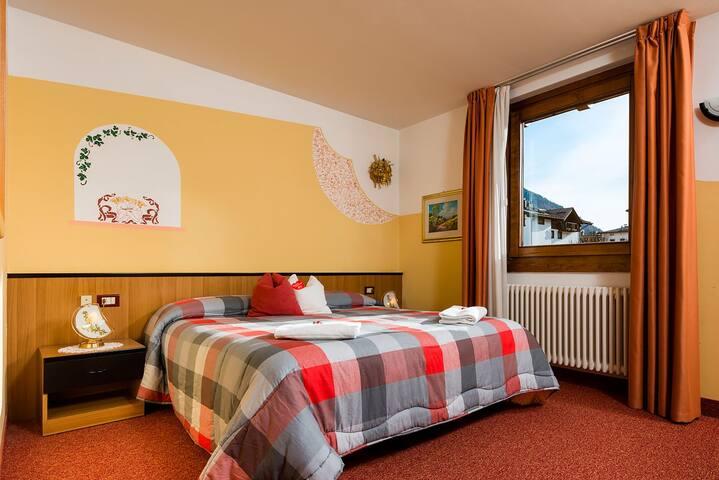 Stanza da 2 persone a Mezzana-Marilleva - Mezzana - Bed & Breakfast