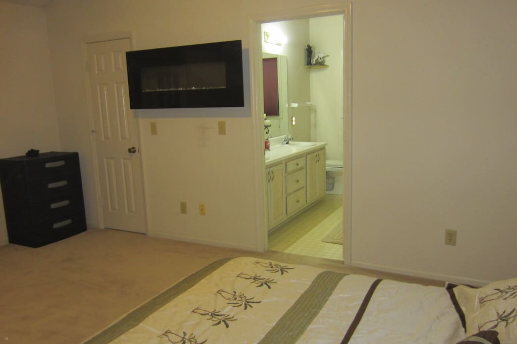 Electric fireplace also en-suite bath with huge tub & separate shower.(Private)