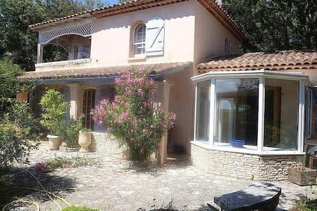 """Bienvenue dans """"la Maison en Chemin""""! - Saint-Mathieu-de-Tréviers - วิลล่า"""