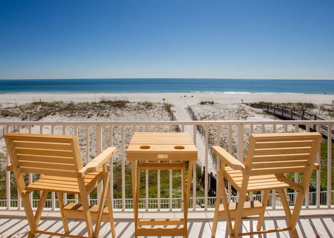 Gorgeous view! Direct beach front.