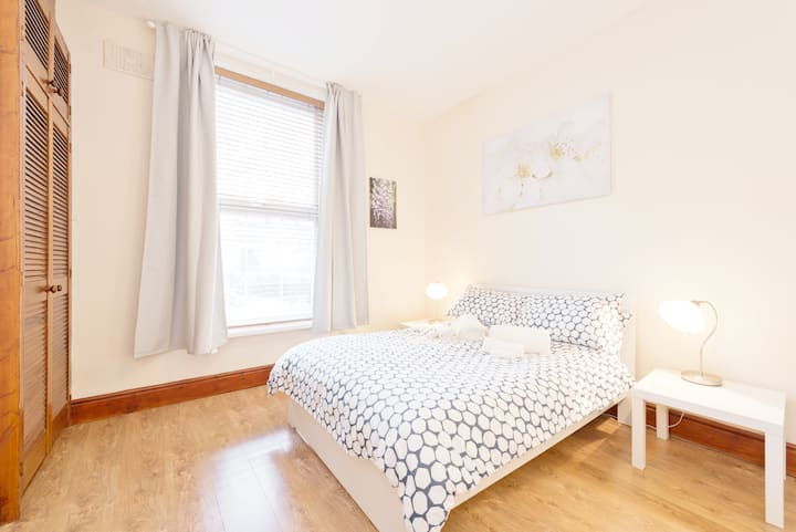 **FREE PARKING**CITY CENTRE APARTMENT***MONTHLY DISCOUNTS