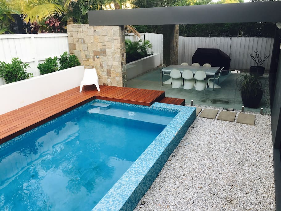 Pool & under cover outdoor dining area