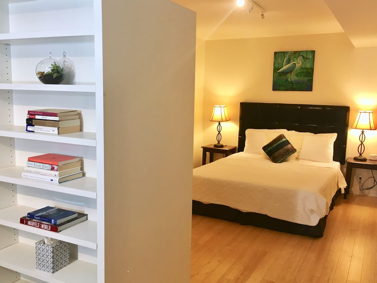 Come stay at this newly-renovated Potrero Hill guest suite with a kitchenette, TV with Netflix and Amazon Video, premium snacks and drinks and a plush queen-sized bed!