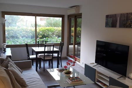 Old Antibes, near harbor renovated 50m2 flat for 4 - Antibes