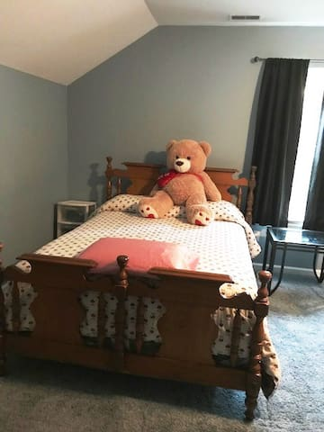 Gray room - double bed