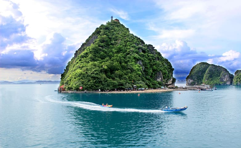 Good low cost Halong cruise 2D/1N - tp. Hạ Long - Barca