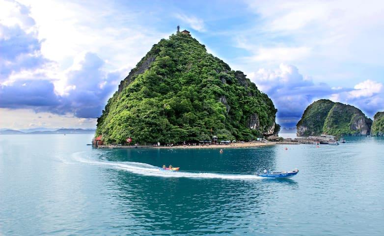Good low cost Halong cruise 2D/1N - tp. Hạ Long - Båt