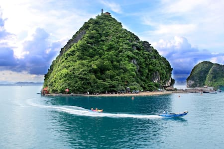 Good low cost Halong cruise 2D/1N - tp. Hạ Long - Boat