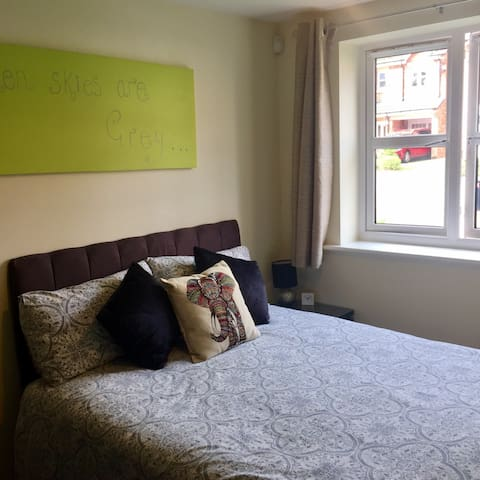Quiet and Central Double Room - Wakefield - Wohnung