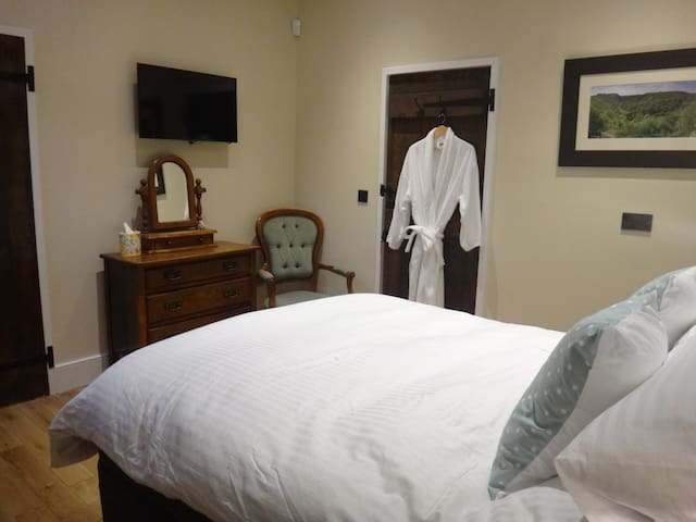 Boutique B&B ensuite double room, near Chatsworth